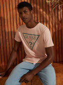 pink guess Rubber Triangle Logo Tee model image M0YI0DR9ZI0