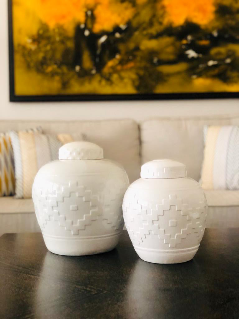 TUDOR WHITE JARS