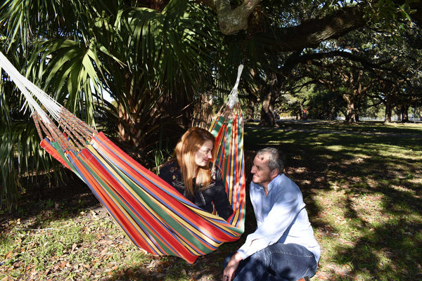 Hanging a hammock between two trees - Latin's Hand