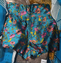 Load image into Gallery viewer, Paulina Floral Shorts