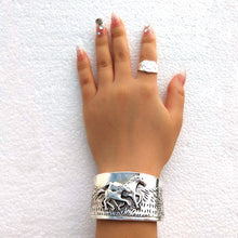 Load image into Gallery viewer, Isla Wrist Bracelet