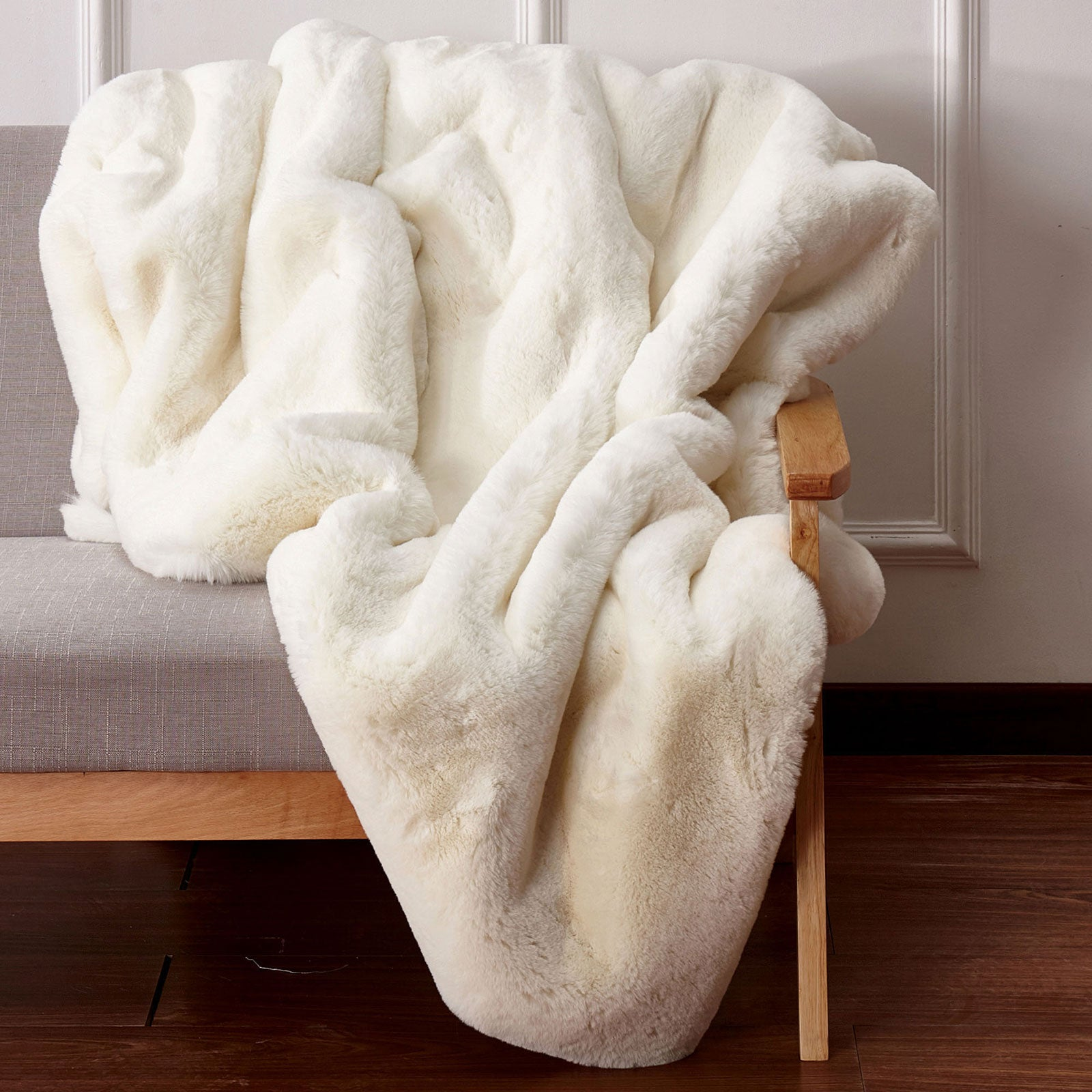 Caparica Off White Throw, Off White