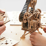 Hand Crank Diy 3D Film Projector Wooden Model Building Kit Assembly Vitascope Toy Gift for Children Adult