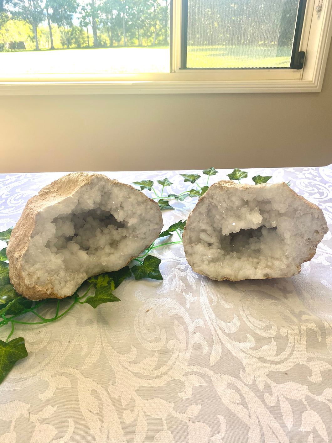 Large Clear Quartz crystal geode - home décor and table display AGMD0003