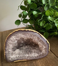 Load image into Gallery viewer, Natural Agate Geode