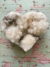 Load image into Gallery viewer, Quartz crystal love heart