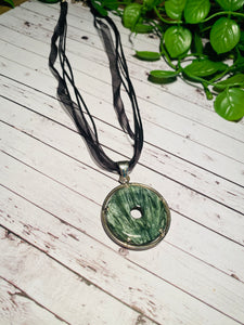 Seraphinite pendant set in sterling silver - necklace