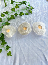 Load image into Gallery viewer, White quartz candle holders