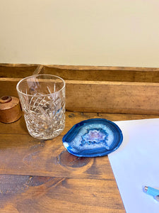 Blue polished Agate Slice drink coasters with Amethyst crystals inside - single slice