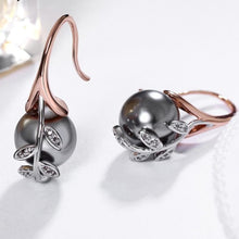 Load image into Gallery viewer, Grey Pearl Dangling Earrings - pearlsnlucent.com