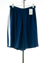 Load image into Gallery viewer, #2500 Sale Rack Item / Athletic Two Pleater Culotte / Junior Medium / Navy w White Stripes