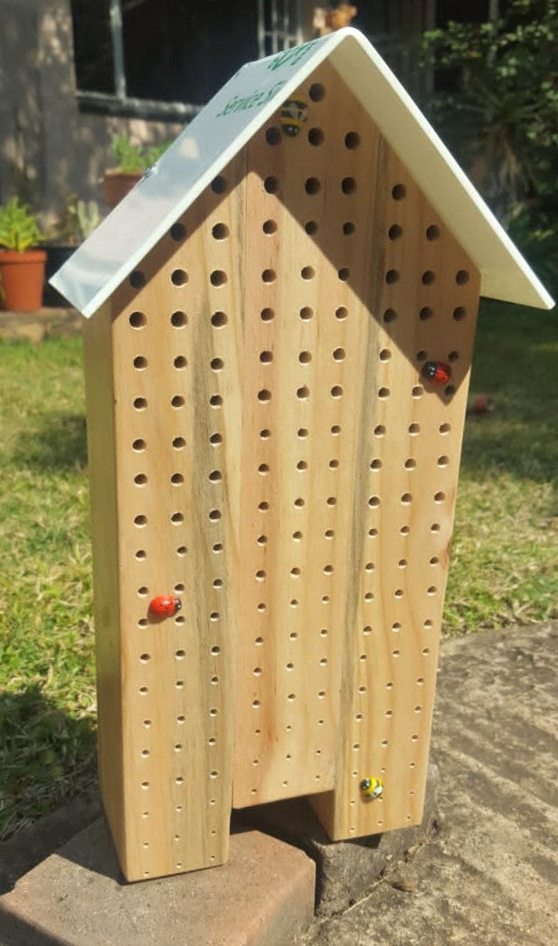 O - Specialised Bee Hotel - Triple Perspex Roof