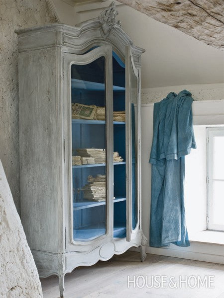 6-annie-sloan-gallery-FR-distressed-armoire