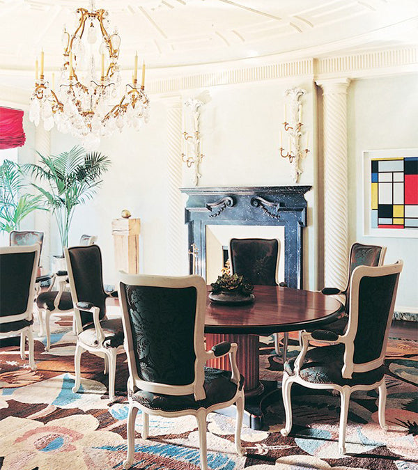 Glamorous parisian dining room with round pedestal table
