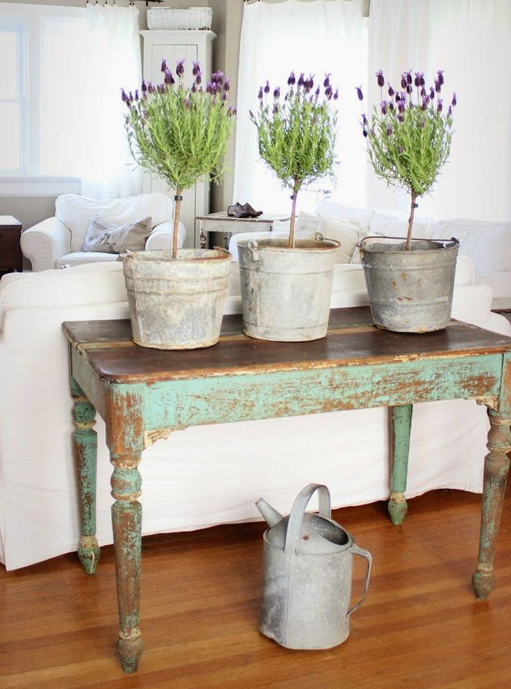 An accent table adds color.