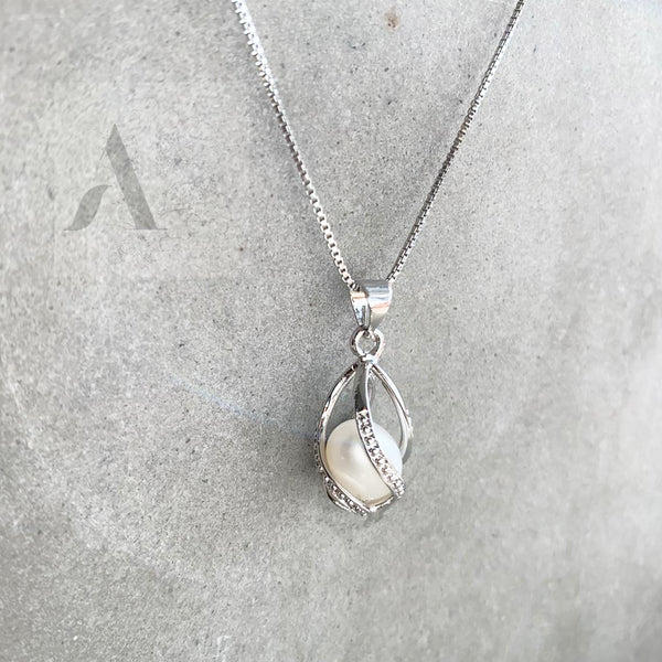 925 Sterling Silver Tear Shape Pendant with Freshwater Pearl
