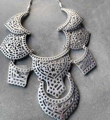 Silver Tone Collar Necklace