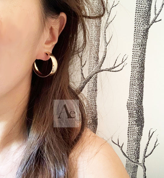 Gold Tone Plain Medium Size Hoop Earrings