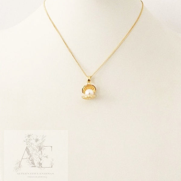 Gold Tone Clam Charm and Pearl Necklace