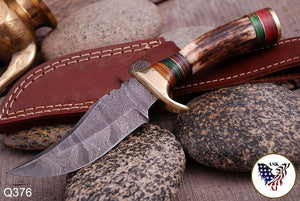 Custom Hand Forged Damascus Hunting Knife Stag Handle brass guard- Q-376