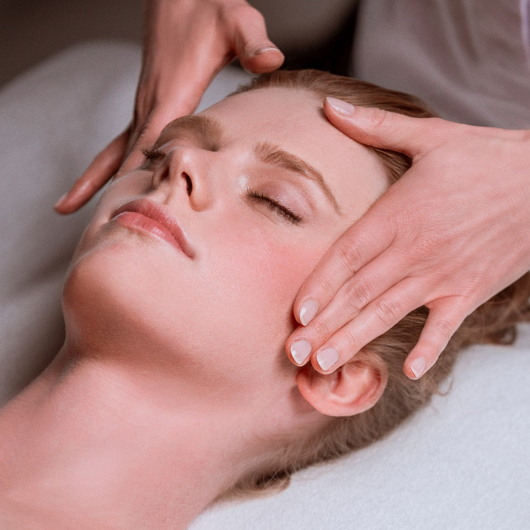 The Phyto-Aromatic Lightening Anti-Ageing Facial (90 min)