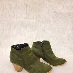 Primary Photo - BRAND:    CLOTHES MENTOR STYLE: BOOTS ANKLE COLOR: OLIVE SIZE: 9 OTHER INFO: OLIVE STREET- NO RETURNS SKU: 245-245199-5058
