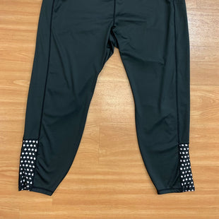 Primary Photo - BRAND:    CLOTHES MENTOR STYLE: ATHLETIC CAPRIS COLOR: BLACK SIZE: 22 OTHER INFO: OFF WHITE SKU: 245-245199-3879