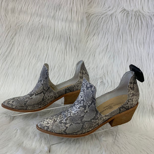 Primary Photo - BRAND: CHINESE LAUNDRY STYLE: BOOTS ANKLE COLOR: SNAKESKIN PRINT SIZE: 9 OTHER INFO: NO RETURNS SKU: 245-24513-83557