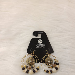 Primary Photo - BRAND:    CLOTHES MENTOR STYLE: EARRINGS COLOR: GOLD OTHER INFO: DOUBLE HOOPS W BROWN SKU: 245-24513-79903