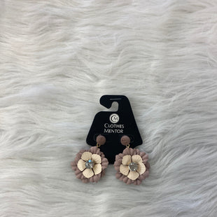 Primary Photo - BRAND:    CLOTHES MENTOR STYLE: EARRINGS COLOR: MAUVE OTHER INFO: FLOWER SKU: 245-24513-84122
