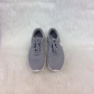 Primary Photo - BRAND: NIKE STYLE: SHOES ATHLETIC COLOR: GREY WHITE SIZE: 8.5 OTHER INFO: NO RETURNS SKU: 245-24513-82652