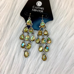 Primary Photo - BRAND:    CLOTHES MENTOR STYLE: EARRINGS COLOR: SILVER OTHER INFO: NO RETURNS  IRRIDESCENT SKU: 245-24518-85314
