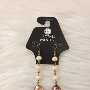 Primary Photo - BRAND:    CLOTHES MENTOR STYLE: EARRINGS COLOR: BRONZE OTHER INFO: WHITE BALLS W BROWN- NO RETURNS SKU: 245-24513-82882