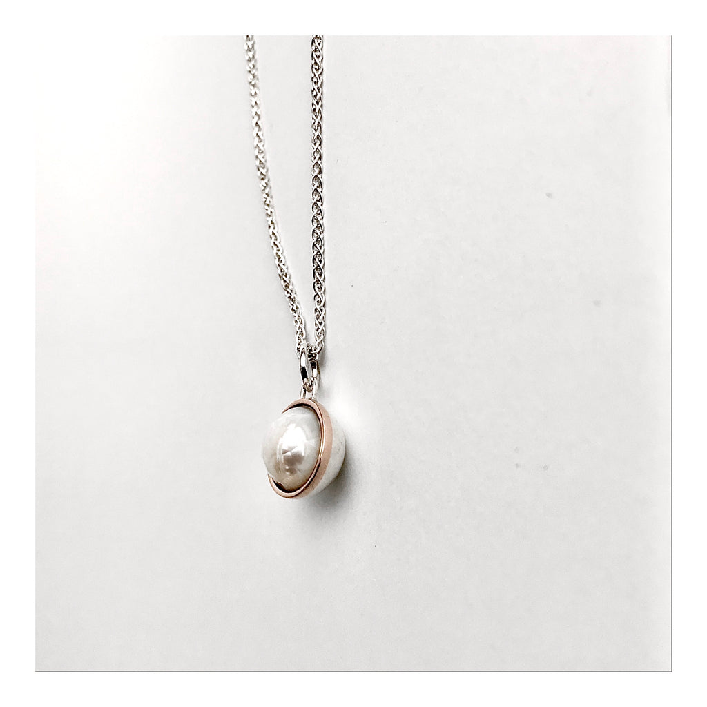 Rose cut pearl necklace