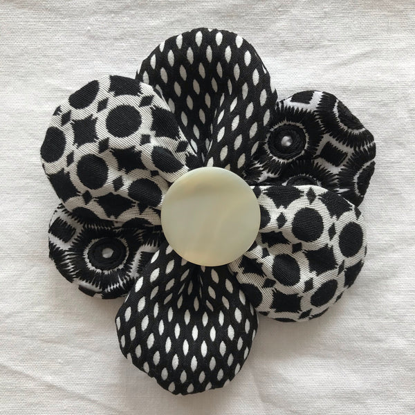 Flower Brooch (black/white w white button)
