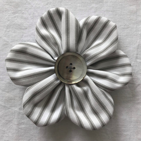 Flower Brooch (ticking)