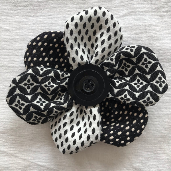 Flower Brooch (black/white w black button)