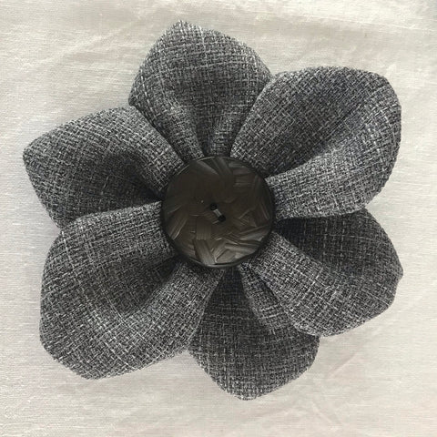 Flower Brooch (grey vintage)