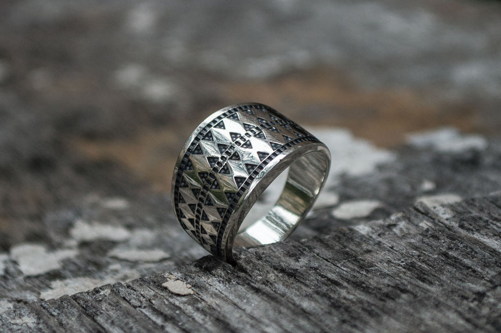 Norse Ring with Ornament - Viking-Handmade