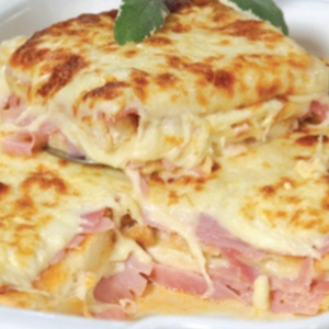 Ham and Cheese Lasagna Lasanha de Presunto e Queijo