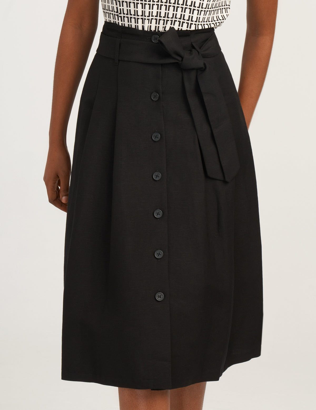 Anne Klein Black Linen Button Up Skirt With Belt