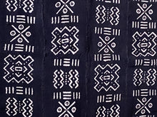 "Load image into Gallery viewer, Black & White Mali Mud Cloth Textile 44.5"" by 64"" # 1899 /1899A"