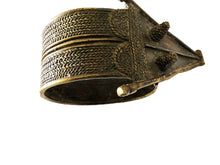 "Load image into Gallery viewer, Exquisite Bronze Bracelet  Gan Burkina Faso w / Crocodile 5.25 "" W"