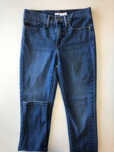Gently Used Women's Levi's Denim Size 27