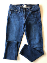 Load image into Gallery viewer, Gently Used Women's Levi's Denim Size 28