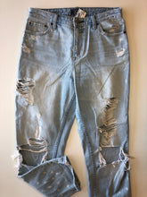 Load image into Gallery viewer, Gently Used Women's Abercrombie & Fitch Denim Size 28