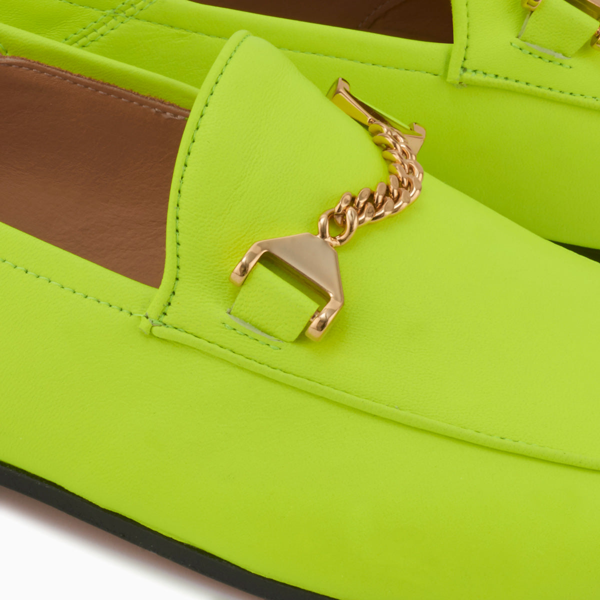 Hyusto Debbie Loafer Neon Yellow Glove Gold Detail of the accessories
