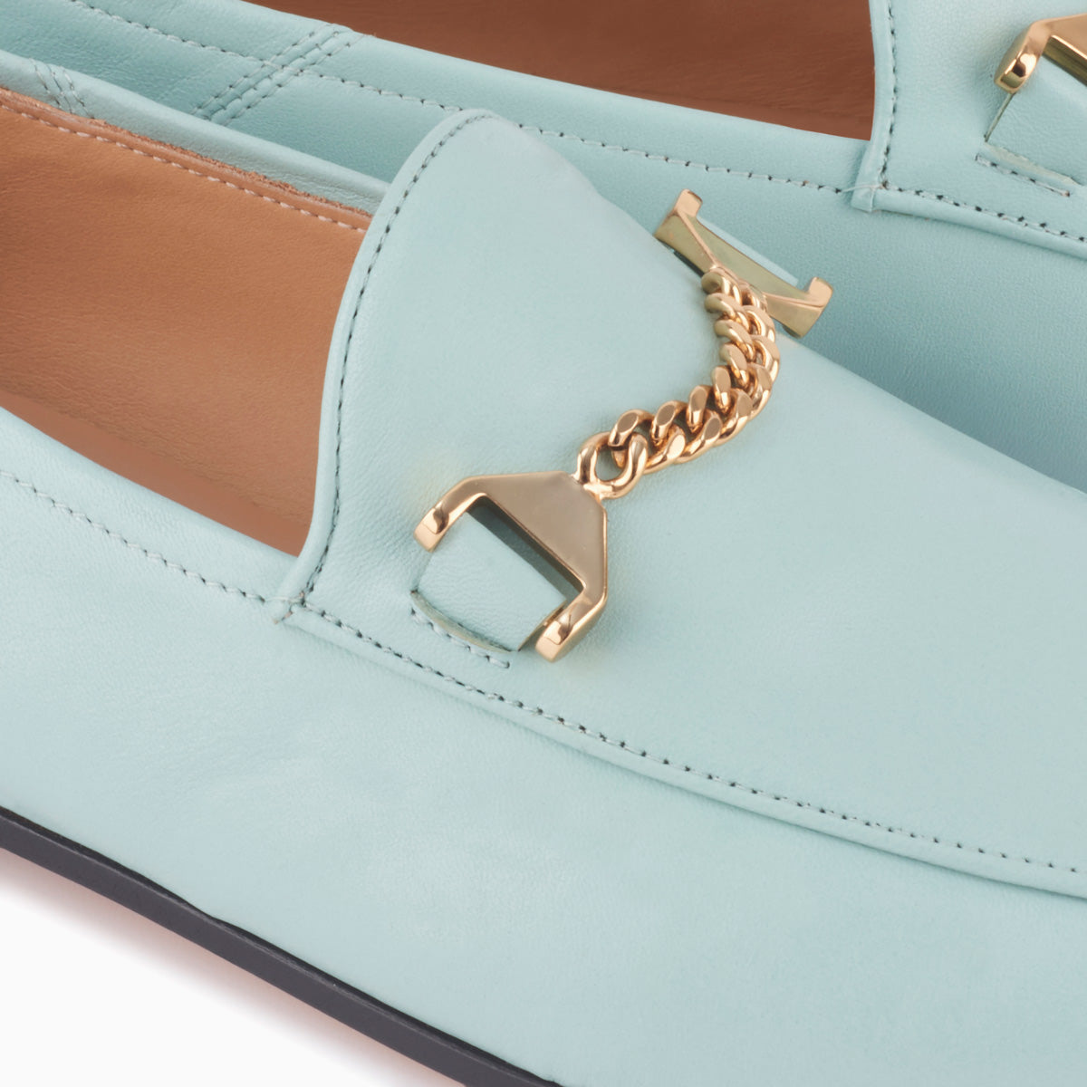 Hyusto Debbie Loafer Mint Glove Gold Detail of the accessories