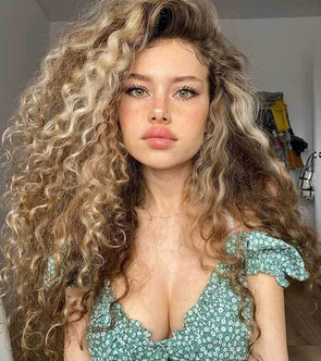 2020 summer trend long curly hair