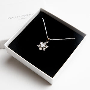 Glitzy Snowflake Necklace - Sterling silver